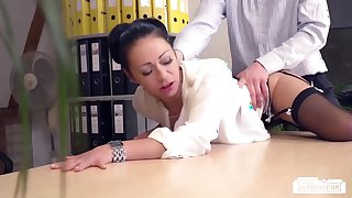 BUMS BUERO - Slutty German secretary enjoys a raunchy office fuck with her boss