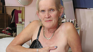 horny dutch mature slut showing her soaking wet cunt