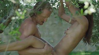 Outdoor sex pleasure for young Samia Duarte