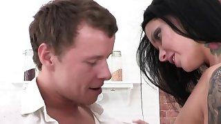 Gaping babe anally pounded after a blowjob