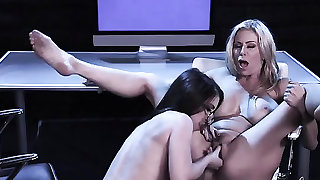 Young Serena Blair eats out milf Alexis Fawx