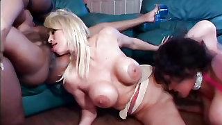 Close up cunt licking fills a lesbian orgy
