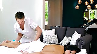 Professional masseur bangs busty cheating wife
