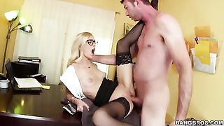 Blonde seductress Alex Grey gets cummed on in wild cumshot scene