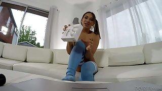 Hot chick Sara Luvv in blue stockings masturbating