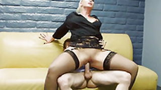 Blonde with juicy bottom and shaved beaver makes